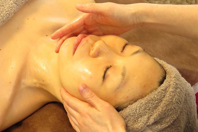 渋谷エリアで女性に人気の痩身専門エステサロン | 6.フェイシャル施術の方